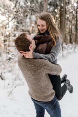 Romantisches und natürliches Winter Shooting im Schnee in Bayern fotografiert von Veronika Anna Fotografie