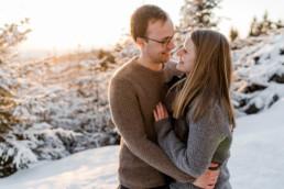 Winter Shooting Tag im bayerischen Sankt Englmar von dem Paar mit kuscheliger Atmosphäre aufgenommen von Veronika Anna Fotografie